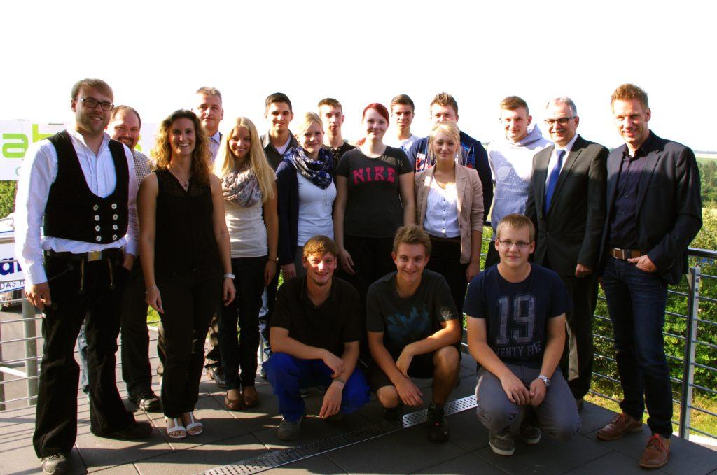 Elf neue Auszubildende starten bei der DFH Deutsche Fertighaus ...