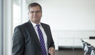 Thomas Sapper, Vorstandsvorsitzender der DFH Deutsche Fertighaus Holding AG, ist neuer Präsident des Europäischen Fertigbauverbands (EFV). Foto: DFH